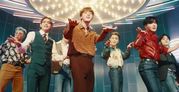 Frame de la Canción Dinamita grupo BTS